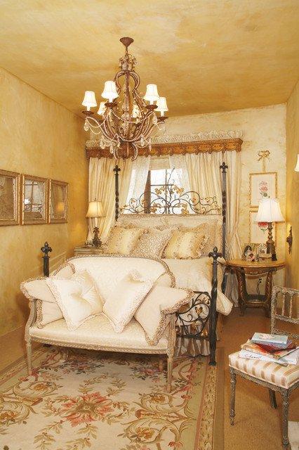 Phòng ngủ sang trọng với phong cách Victoria
